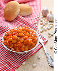 Baked beans with tomatoes and garlik