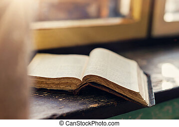 viejo, libro, en, windowsill, ,