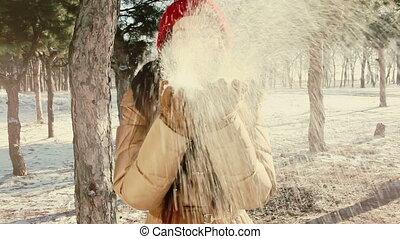 smile Girl throws snow