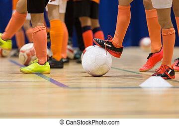 niños, juego, fútbol, futbol, futsal, en, el,...