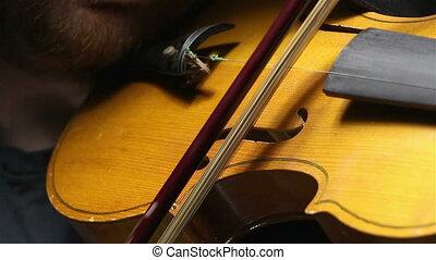 Play on a broken violin