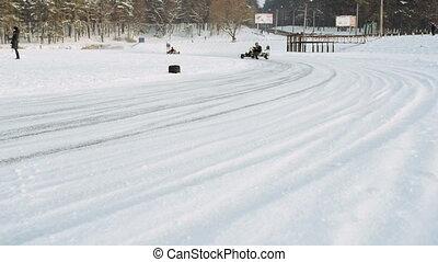 Kart racing on the frozen lake - Kart racing on the frozen...