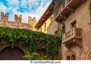 Romeo and Juliet balcony in Verona, Italy - Patio and...