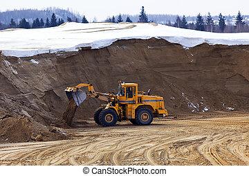 Tractor work in opencast - Tractor work in winter opencast