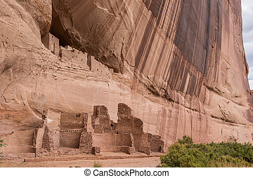 White house ruins in Canyon de Chelly National Monument,...