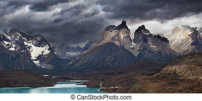 Torres del Paine, Cuernos mountains - Torres del Paine...