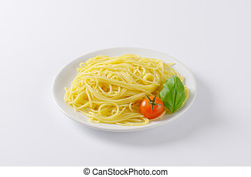 plate of cooked spaghetti