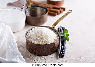Raw rice in a measuring cup ready to be cooked - Raw rice in...
