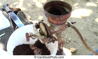 Grinding cocoa as formerly in Costa Rica