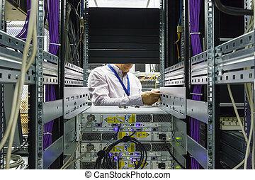 IT Engineer installs JBOD to rack in datacenter - IT...