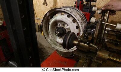alignment automotive rim - alignment automotive disc on a...