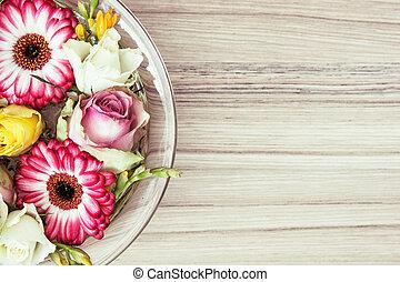 權利, 玫瑰, 水, 正文, 碗, 玻璃, 位置, 地方,  gerberas, 花,  arangement, 左