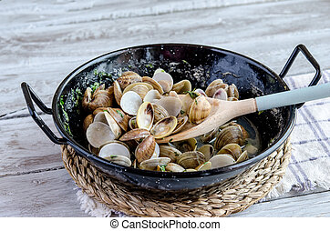 Clams with garlic served in a pan