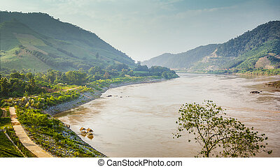 mekong River border between thailand and laos