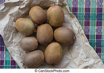 The ripe kiwifruits on the colorful sennit