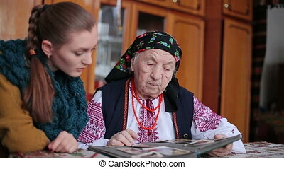The old grandmother granddaughter showing her photo HD