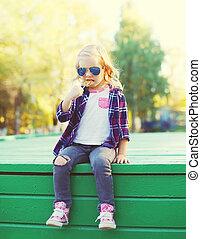 都市, わずかしか, モデル, 甘い, 公園, 子供, 女の子,  Lollipop