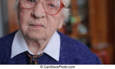 The old woman in glasses HD
