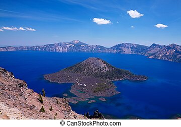 Wizard Island in Crater Lake - Wizard Island, Crater Lake...