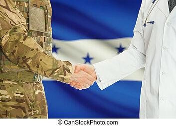 militar, hombre, en, uniforme, y, doctor, sacudida, Manos,...