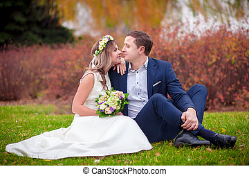 wedding grass  bride groom kiss