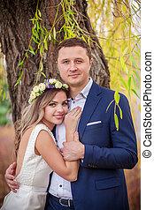 bride groom garden hugs kiss
