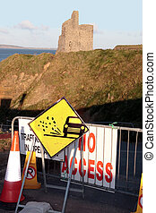 no access signs to castle