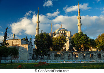 Blue mosque at sunrise, Istanbul, Turkey