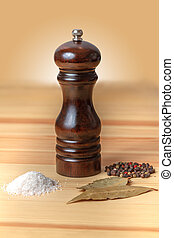 pepper-pot salt pepper wood black