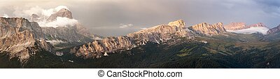 Evening panoramic view of Tofana and gruppo Nuvolau -...