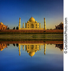 taj mahal during a beautiful sunset