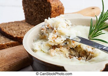 Lard with cracklings, garlic and apple