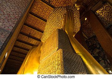 Sleeping Buddha of Wat Pho The main attractions of Bangkok,...