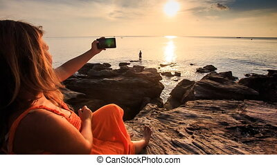 Closeup Backside Girl in Red Photos Seascape at Sunset -...
