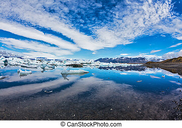 Stratus, diverging fan, reflected in the water - Ice lagoon...