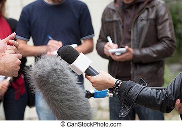 Periodistas, medios, entrevista