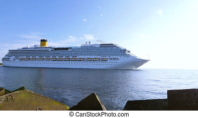 HD - Cruise ship. Wide angle view