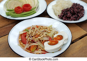 papaya salad or som-tam with sticky rice and vegetable -...