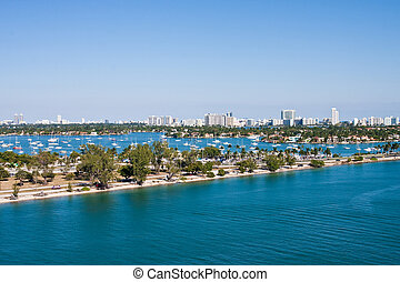 Road Through Biscayne Bay - Road through Biscayne Bay in...