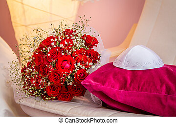 Kippah and bouquet with red roses - Jewish wedding - Kippah...