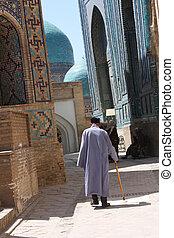 Man in Samarkand - Temple in Samarkand