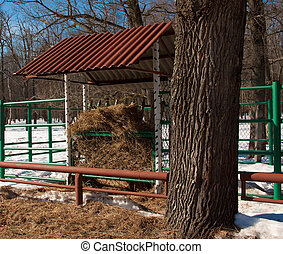 Feeding-rack for animals - Feeding rack fully loaded with...