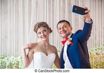 bride groom phone selfie wedding