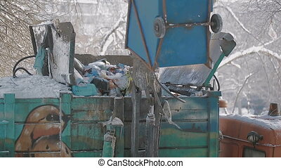 trash collection vehicle - Handling of waste around the...