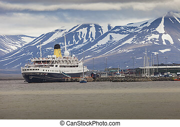 LONGYEARBYEN, SVALBARD, NORWAY - JULY 12 2014: Tourists...