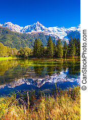 Provence The lake reflected the Alps - Early autumn in...