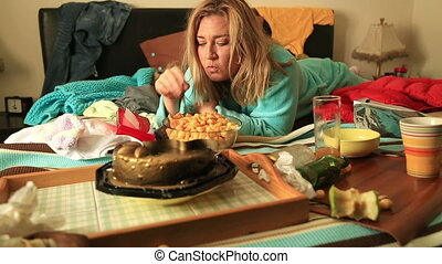 woman eating and waching tv