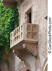 Romeo and Juliet balcony, Verona, Italy - Romeo and Juliet...