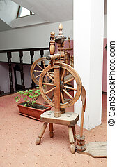 Old Spinning Wheel - Nice ancient wooden spinning wheel in...