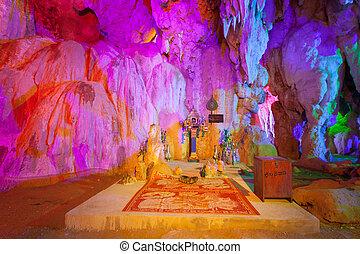 Tam Nang ann cave in Thakhak Lao